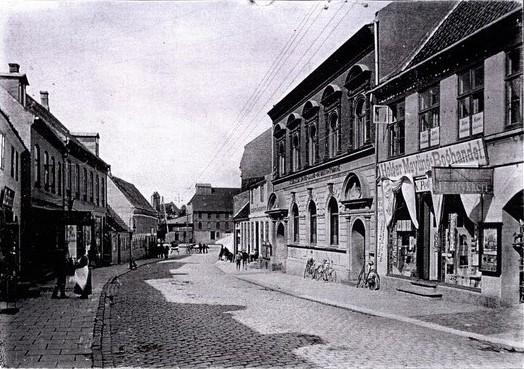 Algade 1911 med holger maylings boghandel